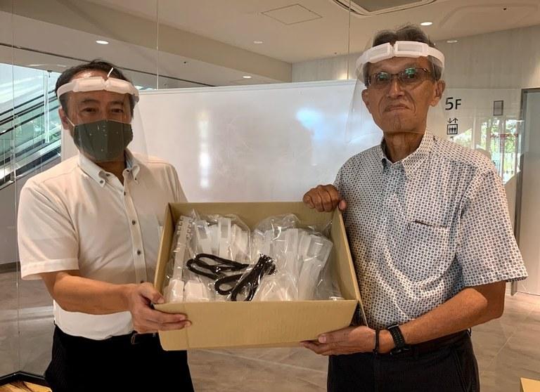20200818(株)ニフコ熊本さんからフェイスシールド寄贈の写真