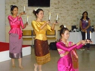 ラオス出身の留学生よる伝統的なダンス
