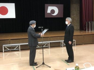 田口浩継教授 授賞式写真
